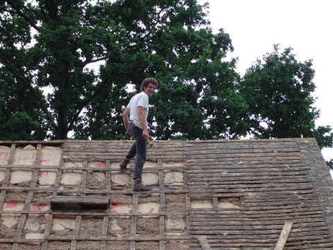 Pose de croche sur le toiture